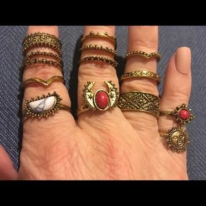 Jewelry - NWOT 14 piece set of Goldtone knuckle rings.